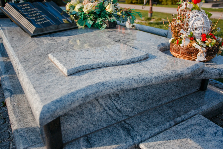 Nagrobki granitowe - Kamieniarstwo Partyka